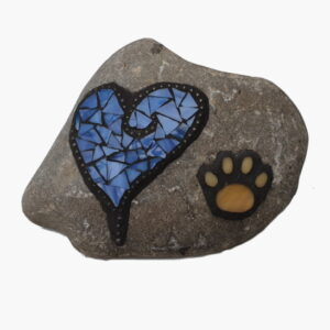Steen hart en hondenpoot